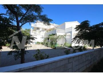 House with apartments, Sale, Vir, Vir